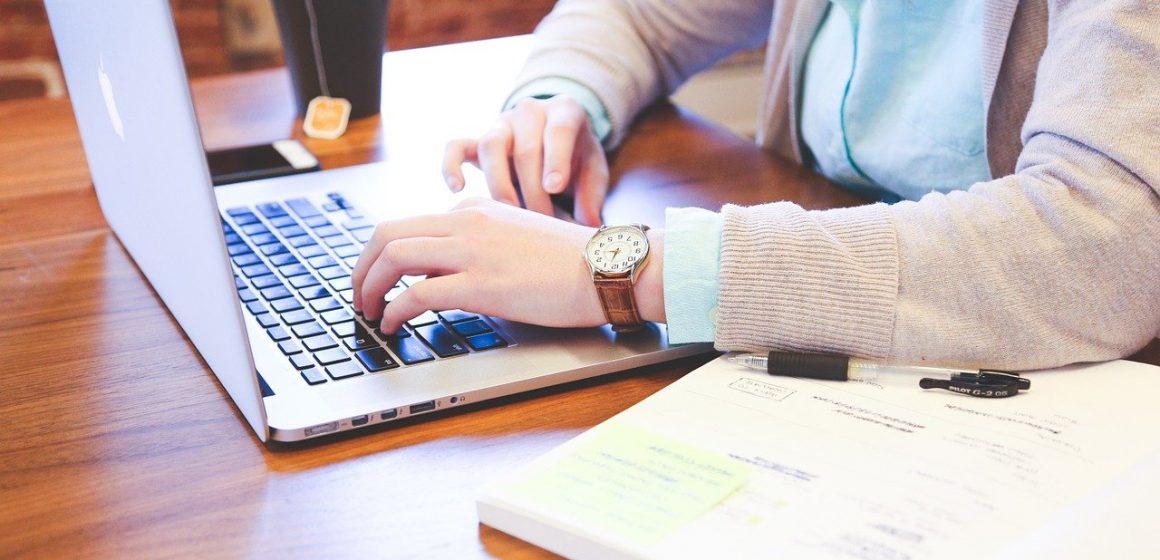 Dlaczego warto wybrać korepetycje on-line dla dziecka i nastolatka?